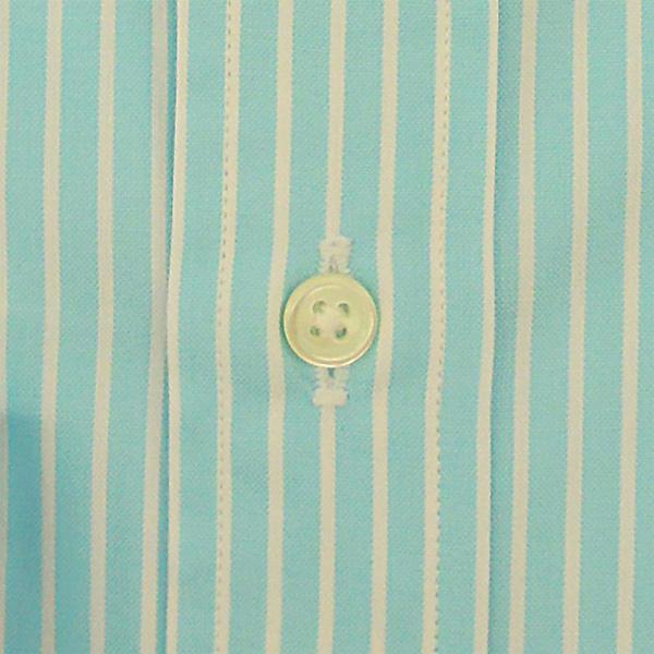 ブルーストライプシャツ ボタン